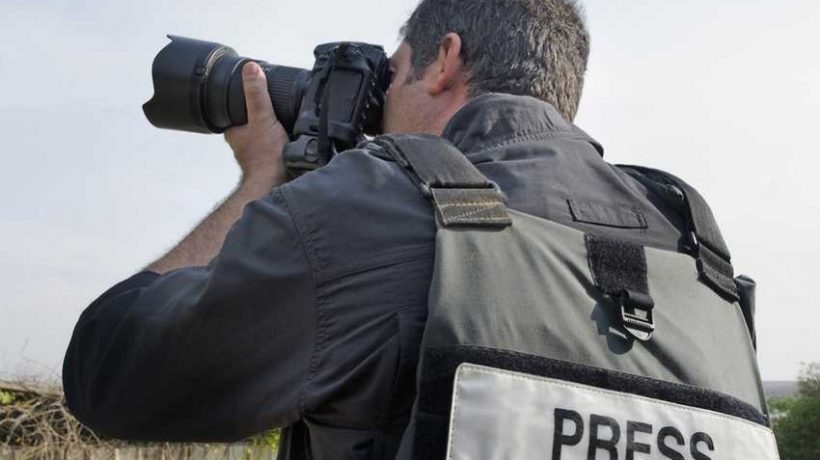 How do you become a journalist photographer?